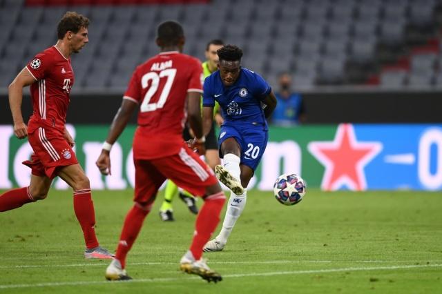 赫臣·奧多爾射入一球,可惜被判越位在先