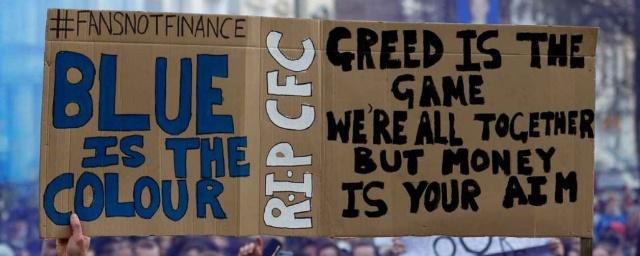 今早凌晨球賽有大批球迷在史丹福橋外示威。